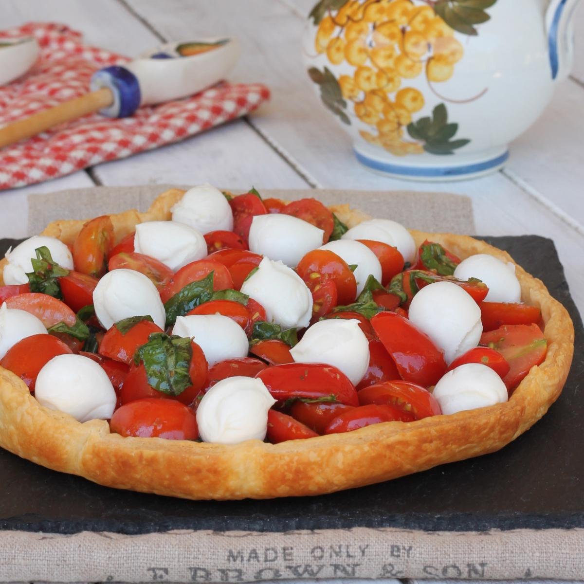 SFOGLIA CAPRESE ricetta COTTURA IN BIANCO PASTA SFOGLIA CON pomodorini e mozzarella