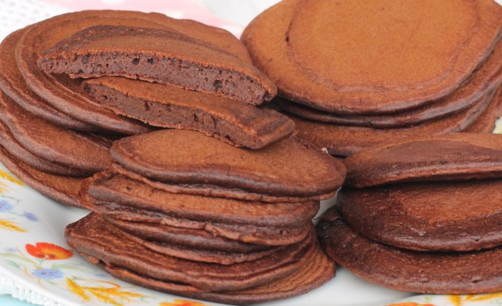 PANCAKES AL CACAO ricetta pancake al cioccolato con cacao amaro