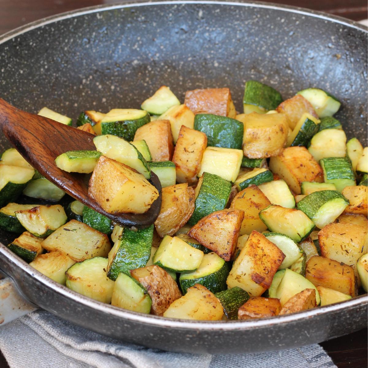 PATATE IN PADELLA con zucchine  contorno di zucchine e patate ricetta