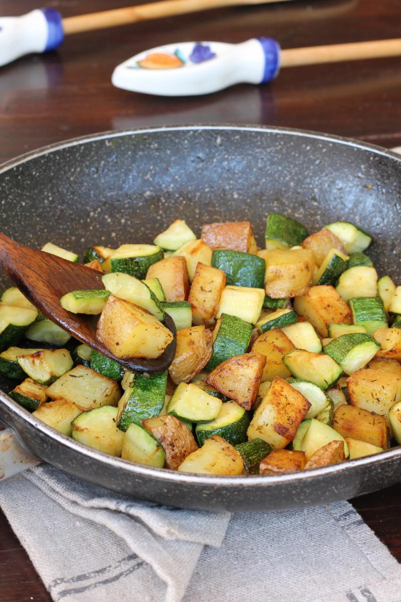 PATATE veloci IN PADELLA con zucchine contorno di zucchine e patate ricetta