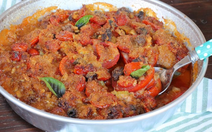 POMODORI AL FORNO millefoglie di pomodori al forno pane e olive