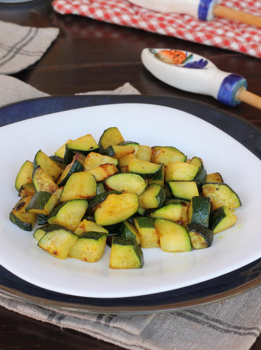 ZUCCHINE E CURCUMA IN POLVERE contorno di zucchine in padella alla curcuma