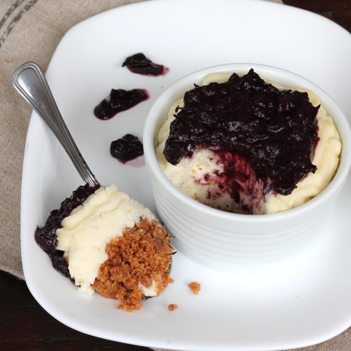 CHEESECAKE UVA fragola senza colla di pesce   con marmellata di uva e cioccolato bianco