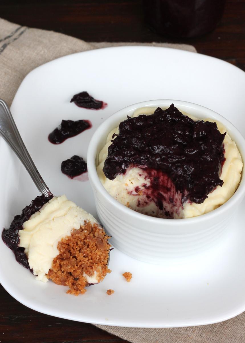 CHEESECAKE UVA e cioccolato bianco senza colla di pesce   con uva fragola e cannella