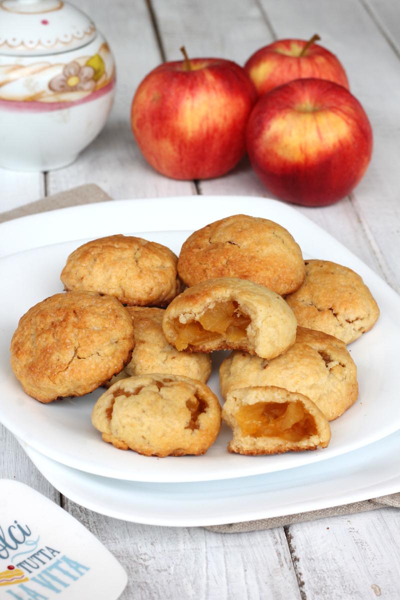 ricetta BISCOTTI CUOR DI MELA  biscotti ripieni di mele | biscotti di mele