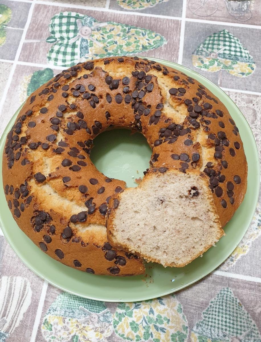TORTA con SOLI ALBUMI alla BANANA e gocce di cioccolato   ciambella