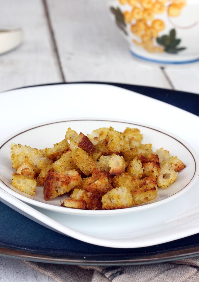 CROSTINI DI PANE ricetta crostini di pane in padella per zuppe e vellutate