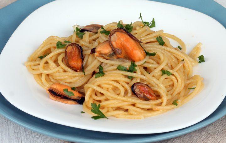 PASTA COZZE E PECORINO spaghetti cozze e pecorino   primo veloce