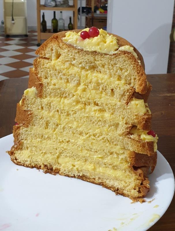 PANDORO RIPIENO di crema al limoncello  pandoro con crema pasticcera