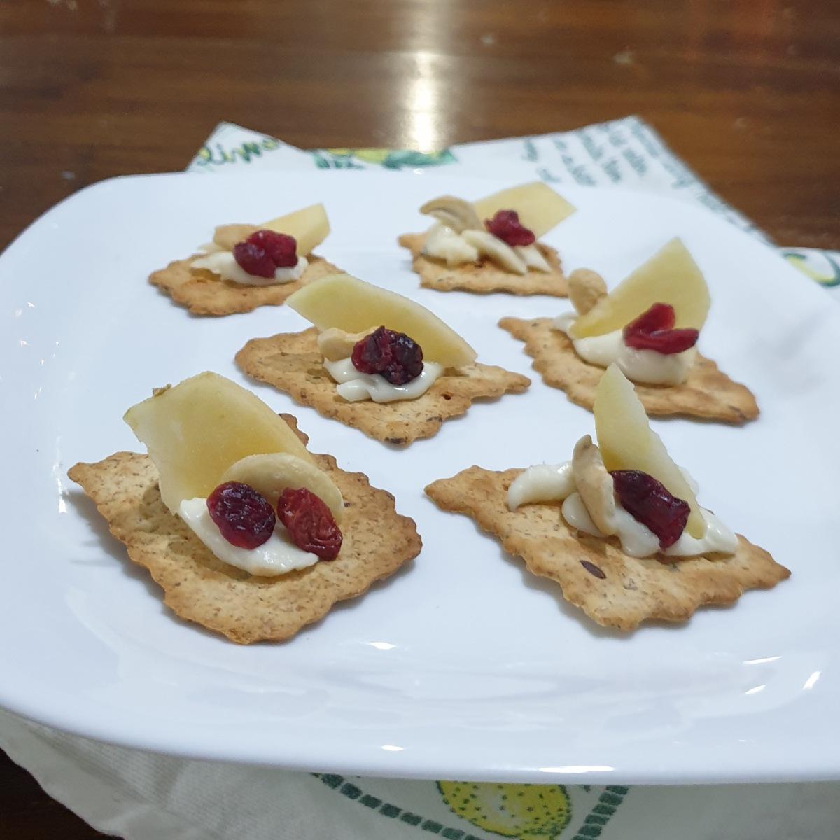 CROSTINI BRIE E MELE ricetta aperitivo salato veloce mele e formaggio