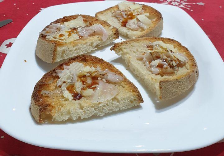 BRUSCHETTE CON LARDO crostini con lardo e miele | ricetta aperitivo