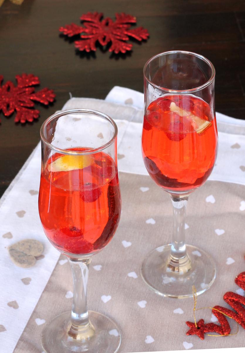 APERITIVO CON PROSECCO E FRUTTI ROSSI | cocktail con spumante
