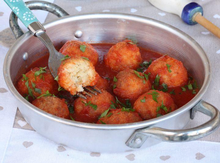 POLPETTE di BACCALA' al SUGO ricetta polpette di baccalà al pomodoro