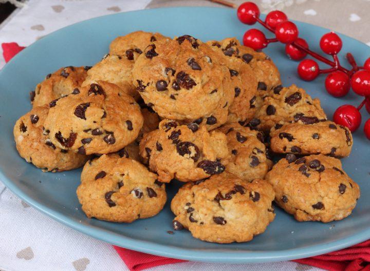 PIZZICOTTI ABRUZZESI ricetta biscotti cioccolato uvetta noci | dolci veloci