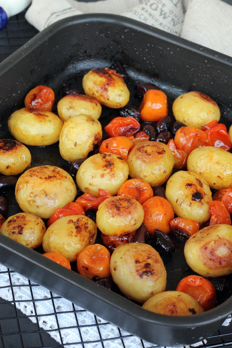 PATATE E POMODORI AL FORNO ricetta contorno con patate novelle