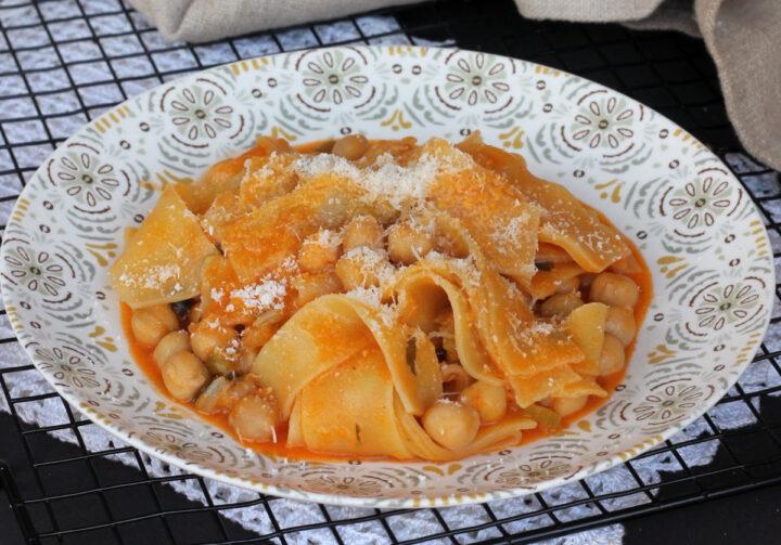 PETTOLE E CECI ricetta napoletana tradizionale | pasta fresca con ceci
