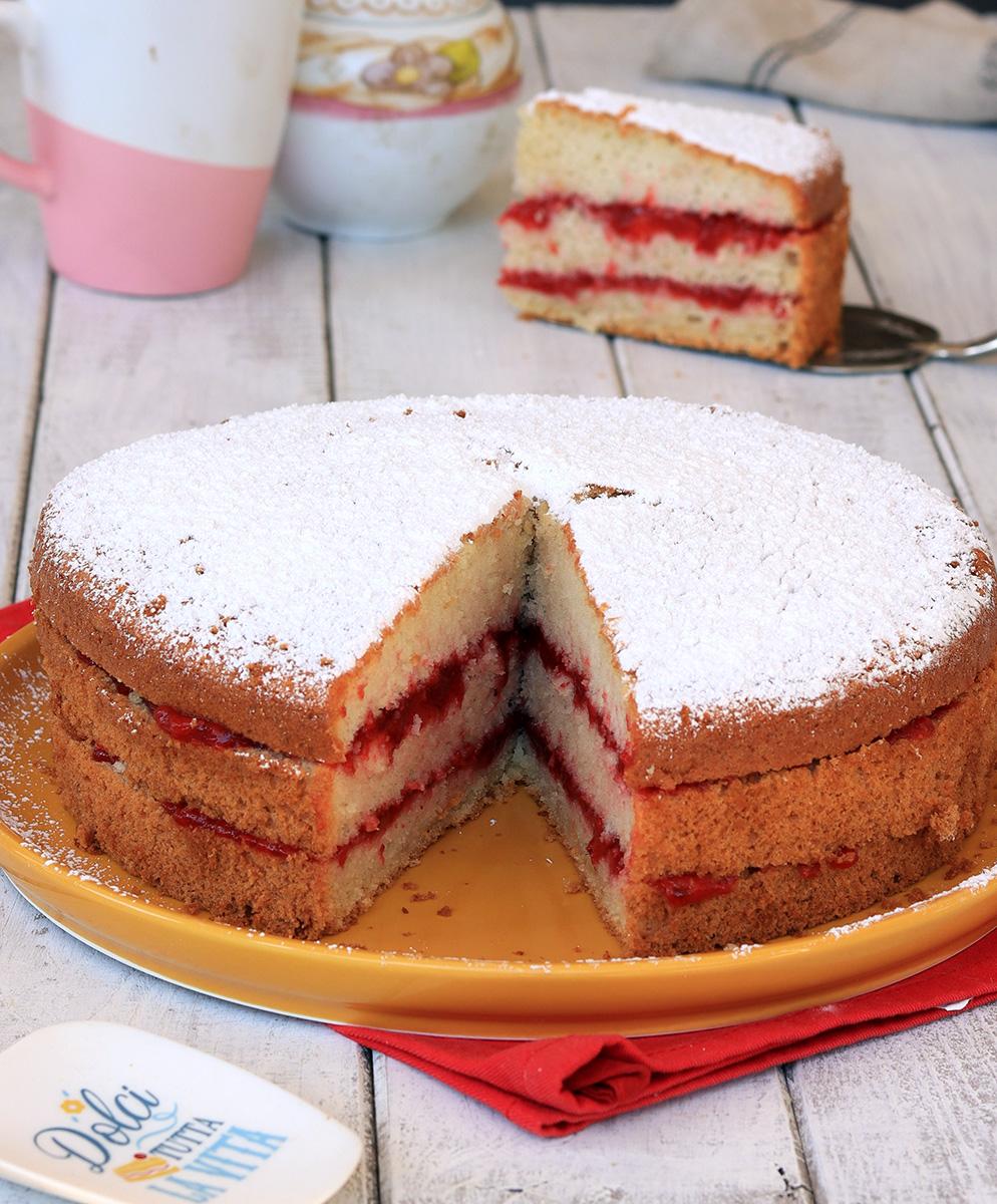 CHIFFON CAKE ALLE FRAGOLE ricetta torta soffice con marmellata