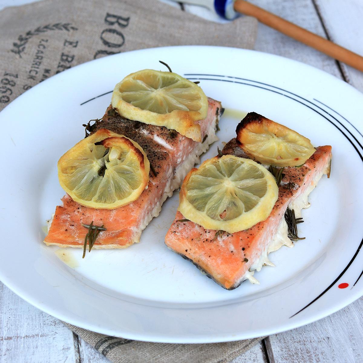 SALMONE AL FORNO CON LIMONE salmone al limone e vino bianco