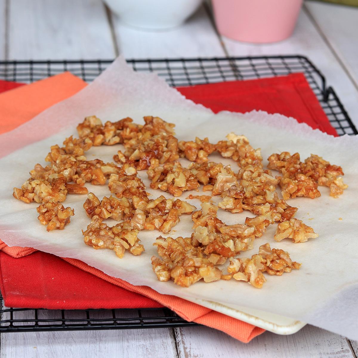 NOCI CARAMELLATE ricetta noci caramellate  come fare noci caramellate