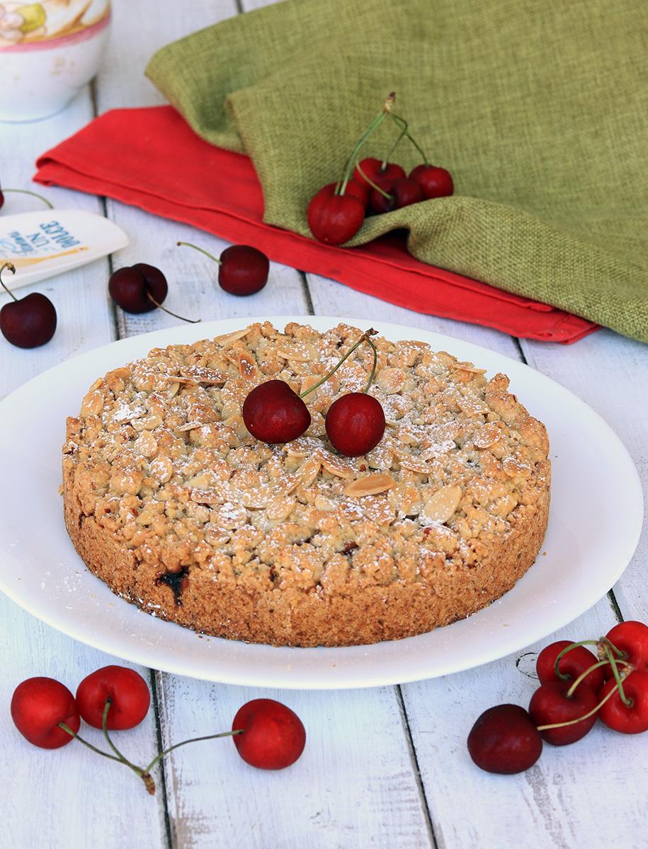 SBRICIOLATA DI CILIEGIE sbriciolata alle ciliegie e mandorle   dolce facile