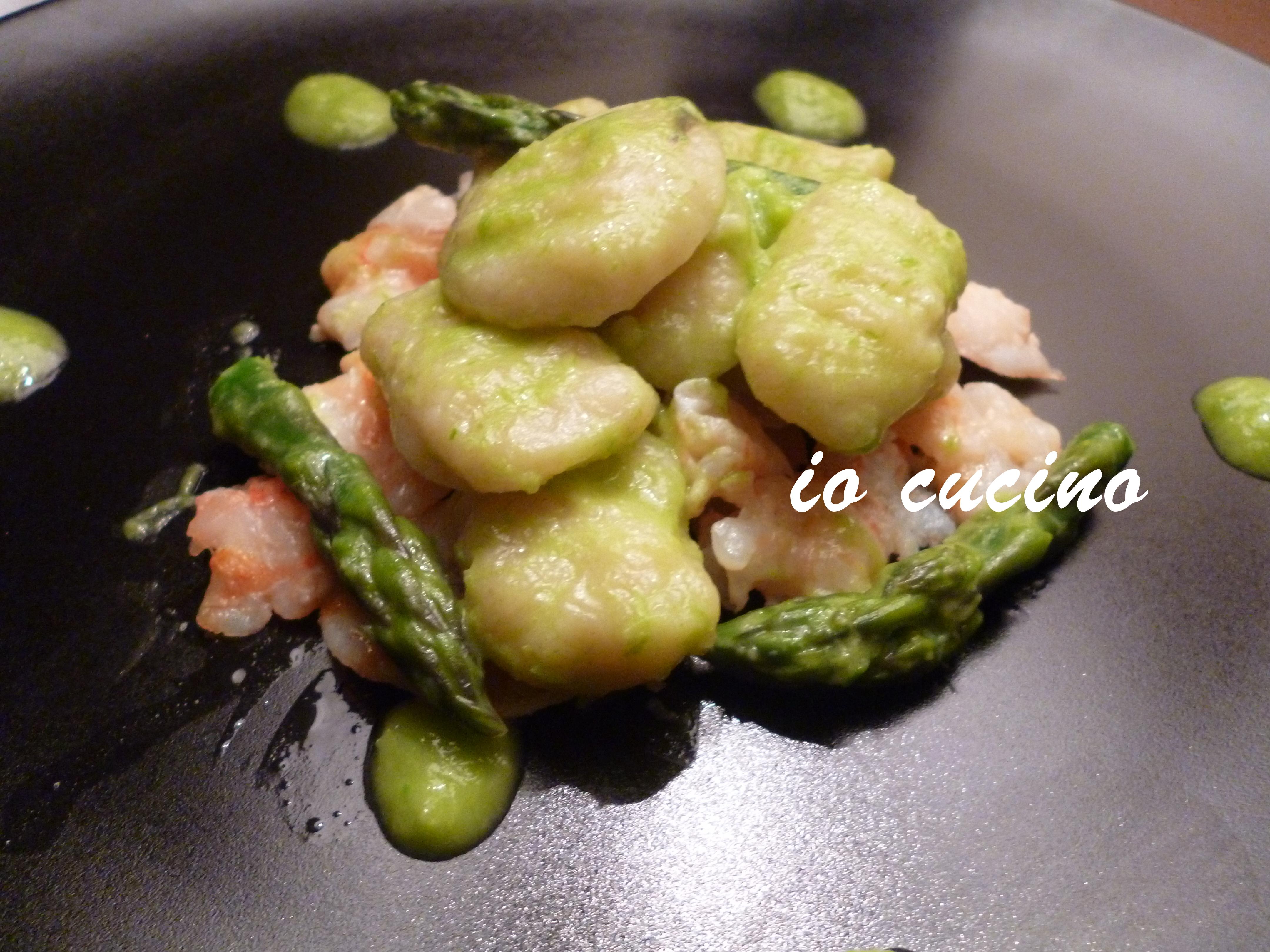 Gnocchi alla  crema di asparagi su gamberi al forno