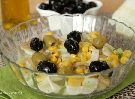 Insalata di finocchi con mais e olive | Ricetta leggera e rinfrescante