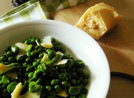 Insalata di fave, piselli e asparagi con scaglie di parmigiano, ricetta vegetariana