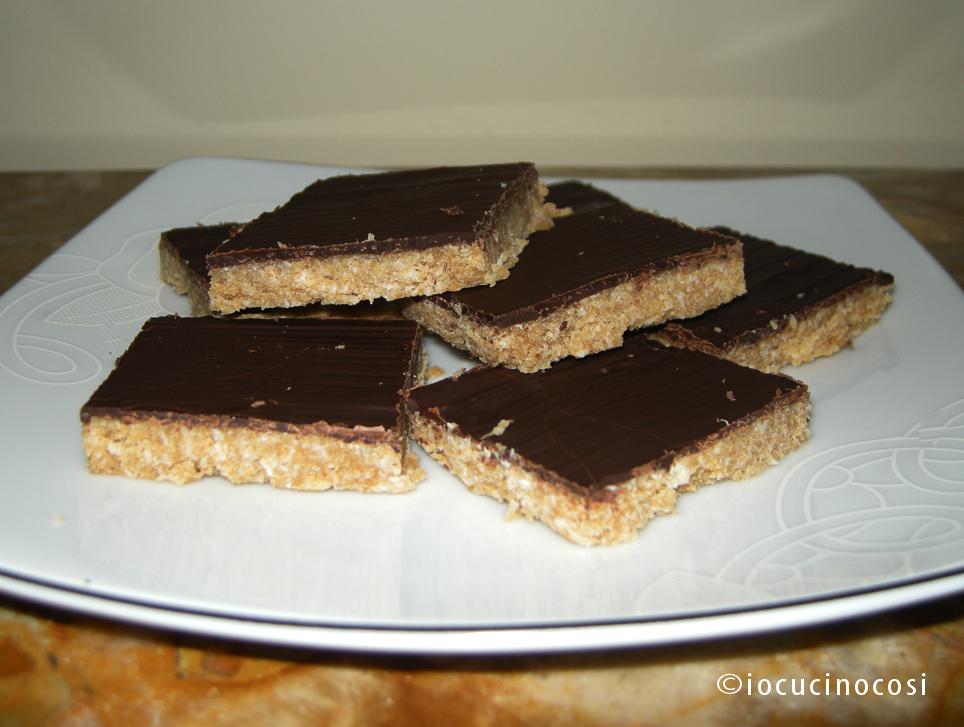 Torta con biscotti secchi sbriciolati