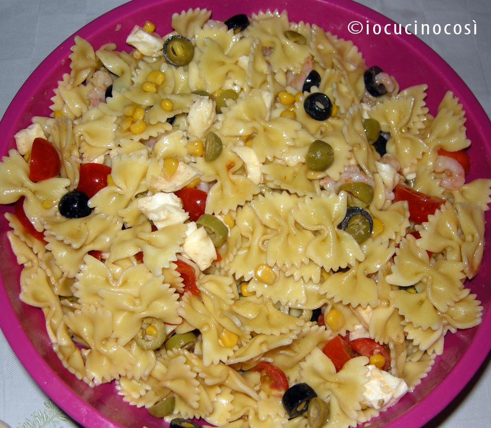 Pasta fredda con gamberetti e pomodorini | Ricetta estiva