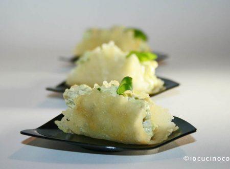 Barchette di parmigiano ripiene | Ricetta finger food