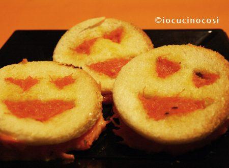 Toast alla zucca con formaggio filante | Ricetta per Halloween