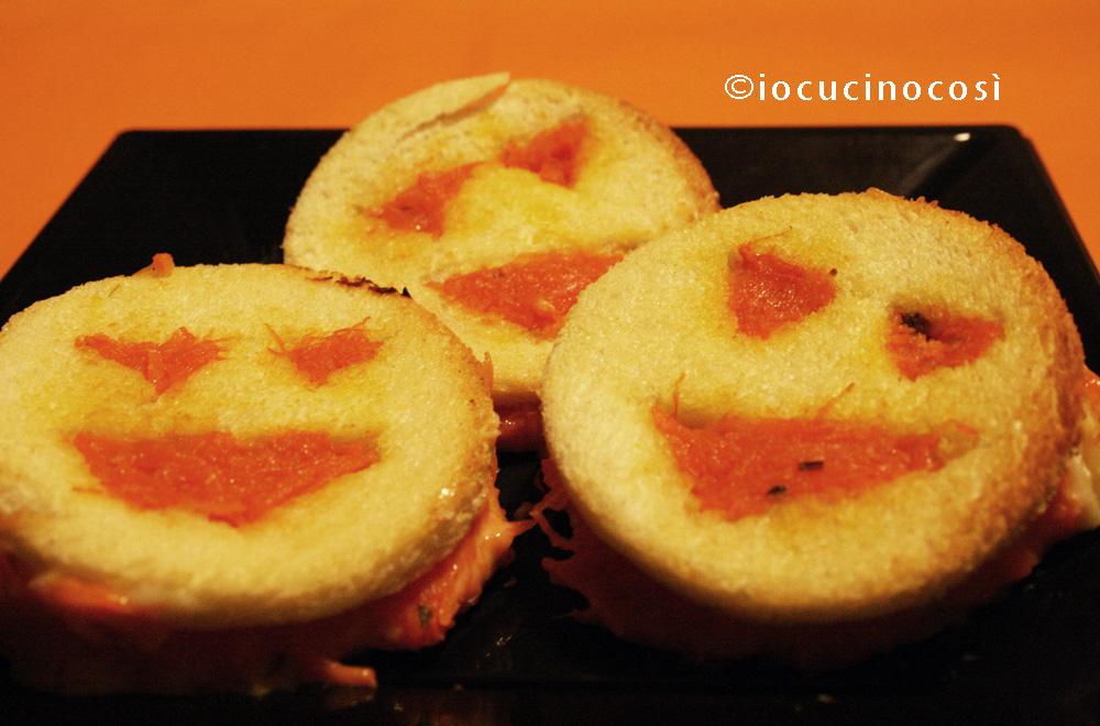 Toast alla zucca con formaggio filante   Ricetta per Halloween