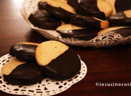Biscotti alle noci e cioccolato fondente | Ricetta biscotti
