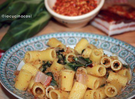 Pasta bietola pancetta e mollica | Videoricetta