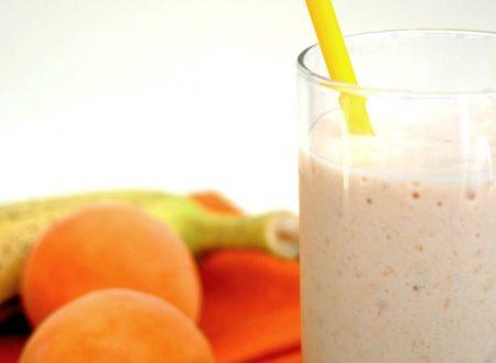 Smoothie allo yogurt banana e albicocca – Ricetta con frutta