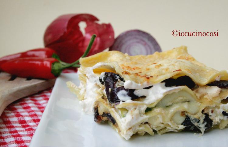 Lasagne con zucchine, cipolla di Tropea e crema di ricotta piccante