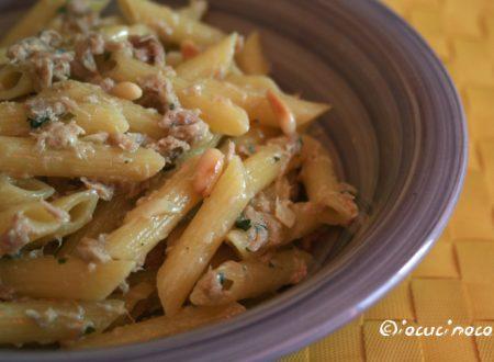 Pasta tonno e gorgonzola con pinoli tostati
