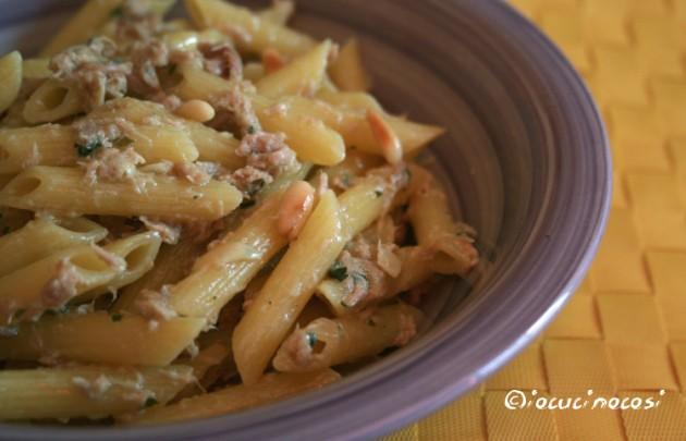 Pasta tonno e gorgonzola con pinoli tostati - Ricetta veloce