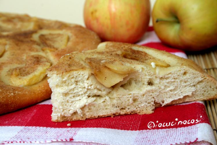 Focaccia dolce alle mele con zenzero e cannella - Ricetta con pasta madre a lunga lievitazione