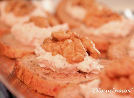 Tartine al gorgonzola e noci – Ricetta finger food