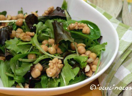 Misticanza con ceci e noci – Ricetta vegetariana