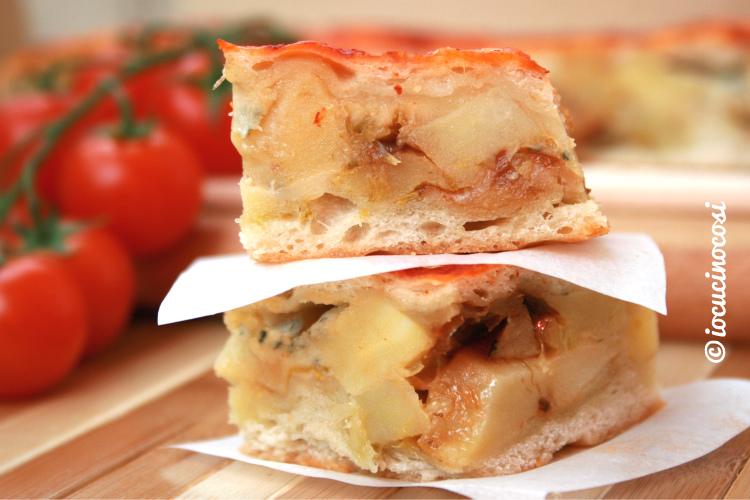 Pizza chiusa con patate porro e gorgonzola