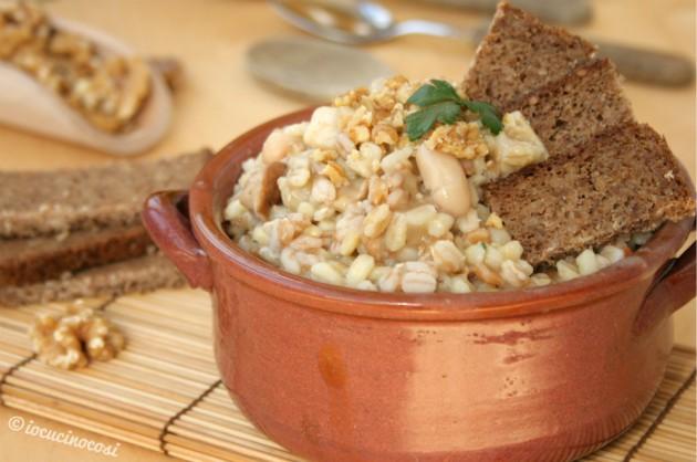 Zuppa di farro e orzo con funghi, noci e crema di cannellini