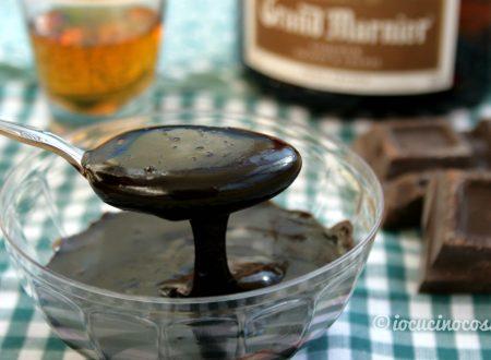 Glassa al cioccolato per dolci al liquore all'arancia
