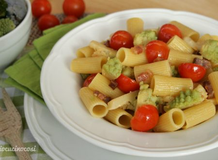 Pasta broccoli e pancetta con pomodorini