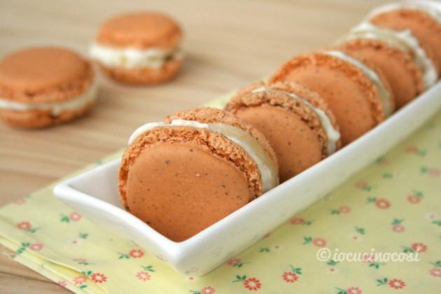 Macarons salati con mousse di Galaverna del Mugello, pere e noci