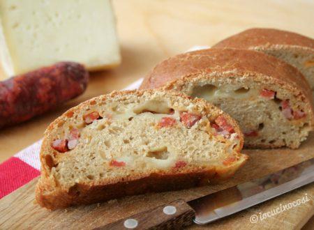 Pane alla soia farcito con pecorino e salsiccia