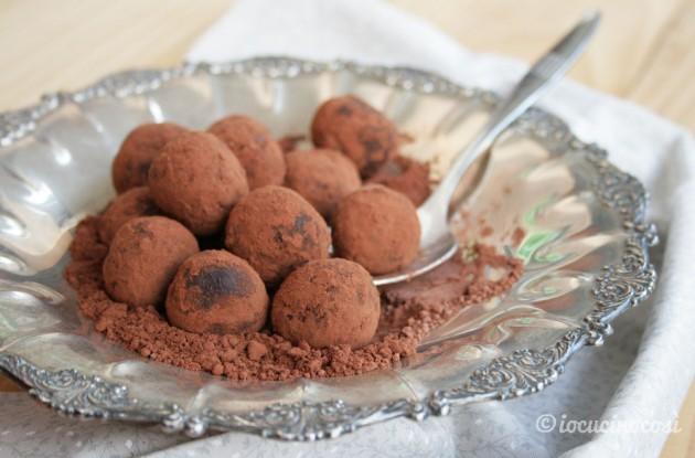 Tartufi cacao e nocciole senza cottura