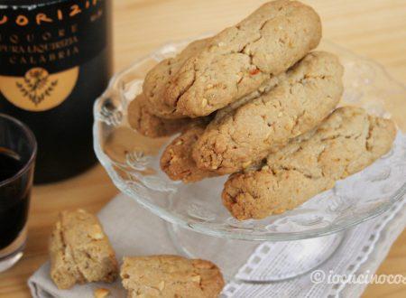 Biscotti alla liquirizia, agrumi e mandorle salate