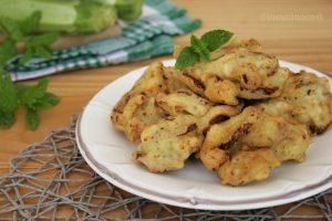 Frittelle di zucchine e ricotta alla menta